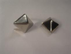 Pyramid Diamond Studs 5/8 Bag of 100